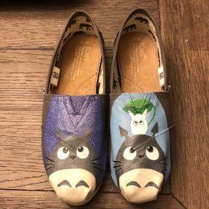 NWOT custom Totoro Toms size 7.5